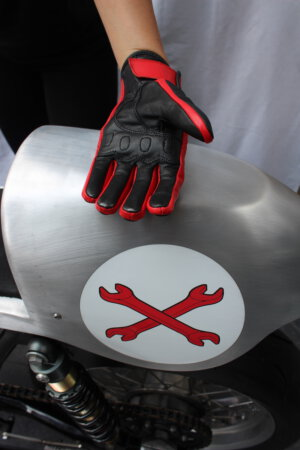 Motorcycle racing gloves – Look smart when you ride hard