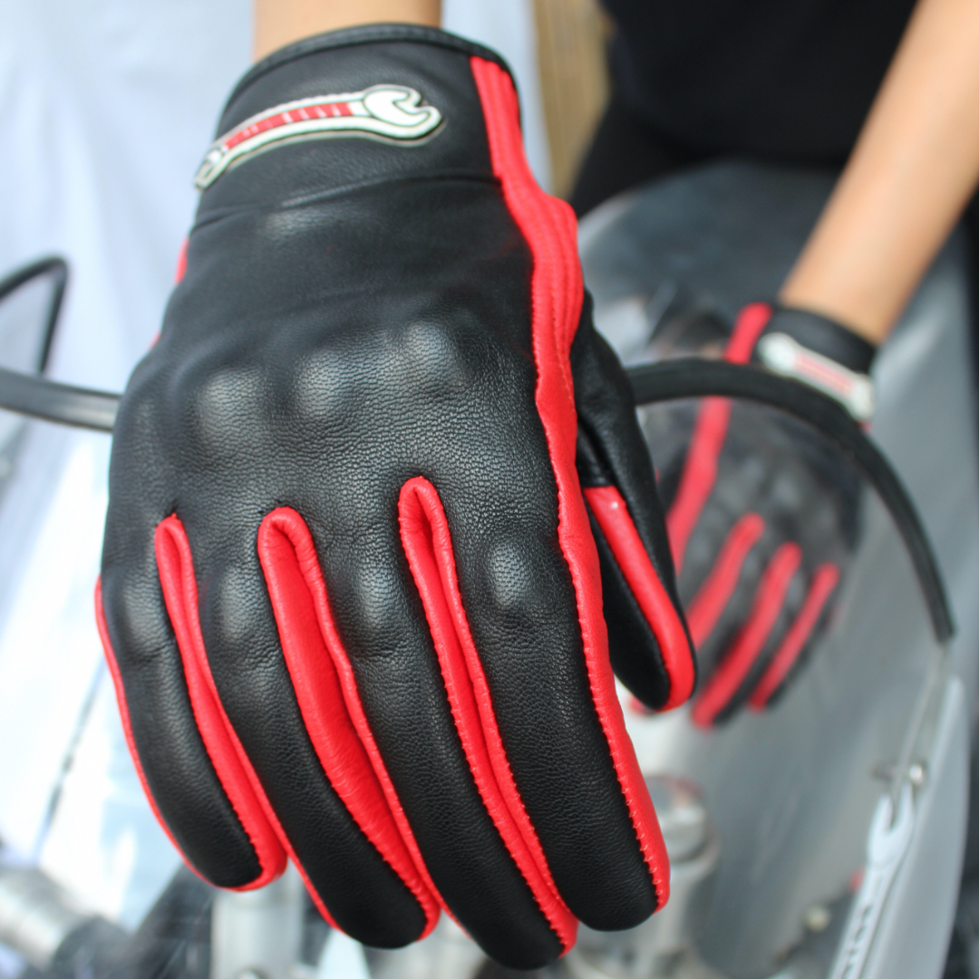 MC gloves in black'n red leather – Protect your hands in style